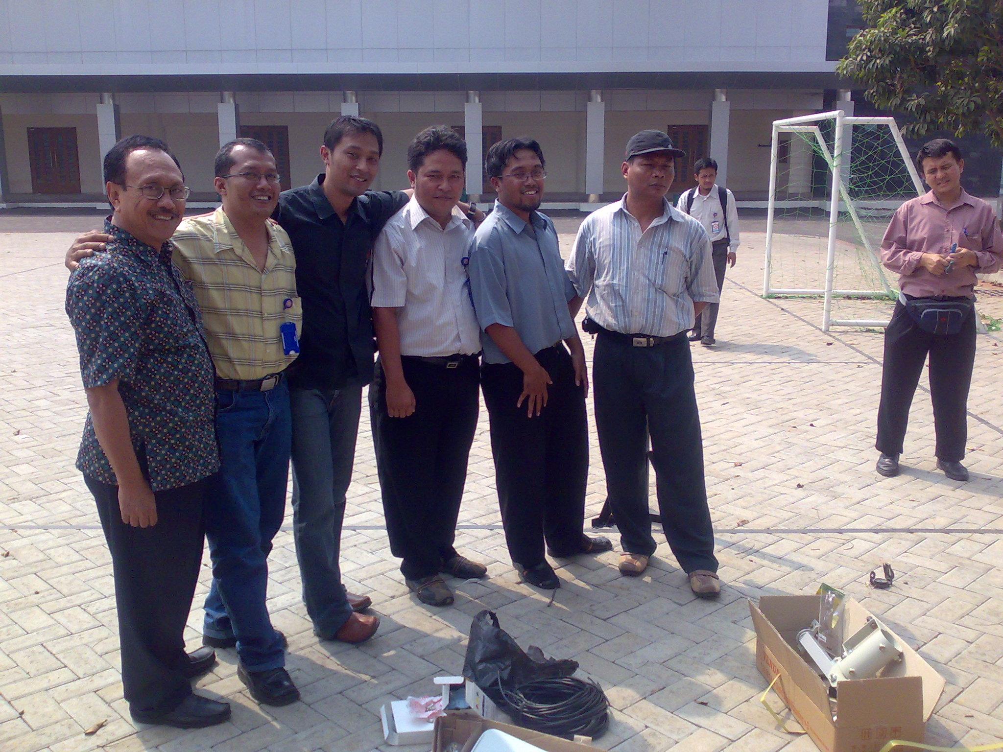 "Tim berpose bersama sebelum ""bertempur"". Nampak Pak Bag yang masih segar, juga Sindu yang merupakan salah seorang perintis WAN Kota"